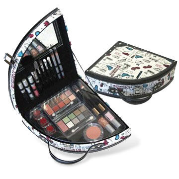 Makeup Kit, FDA and EEC Standards, Includes Lipstick and Blusher, Customized Styles are Accepted